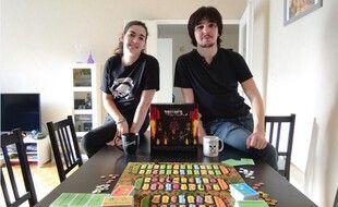 Alice et Yoann, fans de musique métal ont lancé Rolliver, un jeu de société pour soutenir la scène amateur