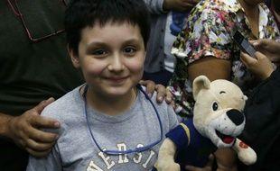 Carlos Antonio Santamaria démarre à 12 ans ses études de physique biomédicale, accompagné de sa peluche favorite.