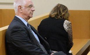 """Le maire UMP de Tarascon (Bouches-du-Rhône), Charles Fabre, 68 ans, qui ne se représente pas en mars, a été condamné mercredi à huit mois de prison avec sursis pour """"favoritisme"""" dans l'attribution du marché de la cité judiciaire de la ville."""