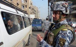 Au moins 12 personnes ont péri dimanche dans un attentat suicide visant un enterrement au nord de Bagdad, dernier épisode en date des violences en Irak qui ont fait près de 950 morts en novembre malgré les tentatives des autorités de les juguler.