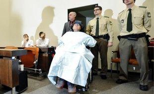 John Demjanjuk est arrivé hier matin en fauteuil roulant à la cour d'assises de Munich.