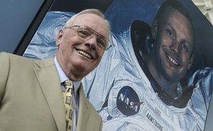 Après Neil Armstrong, seulement onze hommes ont marché sur la Lune et le prochain Terrien à y poser le pied viendra vraisemblablement de Chine, même si d'autres pays asiatiques comme le Japon et l'Inde se font remarquer dans la course à l'espace.