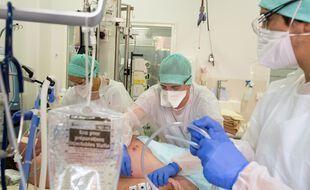 Coronavirus: 379 décès en 24 heures en France (Illustration)