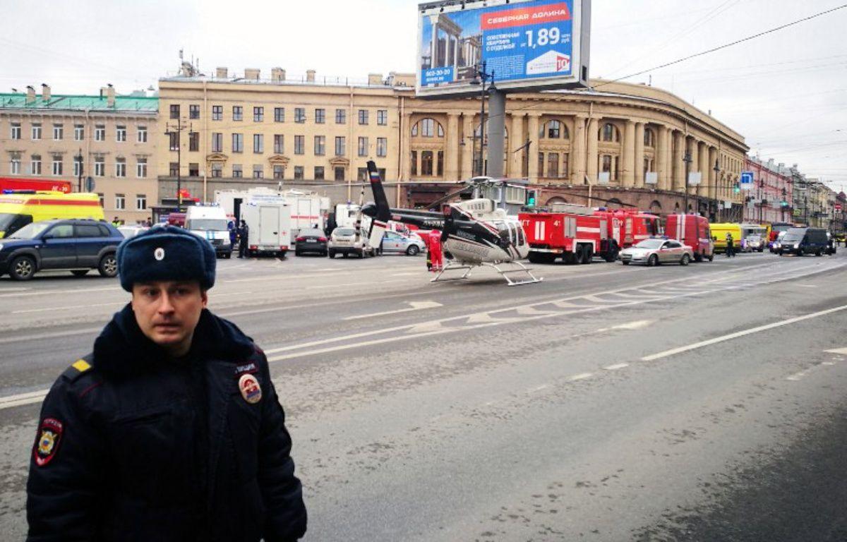 Au moins dix personnes ont été tuées et plusieurs autres blessées lundi lors d'une explosion dans le métro de Saint-Pétersbourg. – Ruslan SHAMUKOV