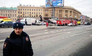Au moins dix personnes ont été tuées et plusieurs autres blessées lundi lors d'une explosion dans le métro de Saint-Pétersbourg.