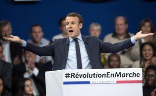 Emmanuel Macron en meeting à la porte de Versailles, le 10 décembre 2016.
