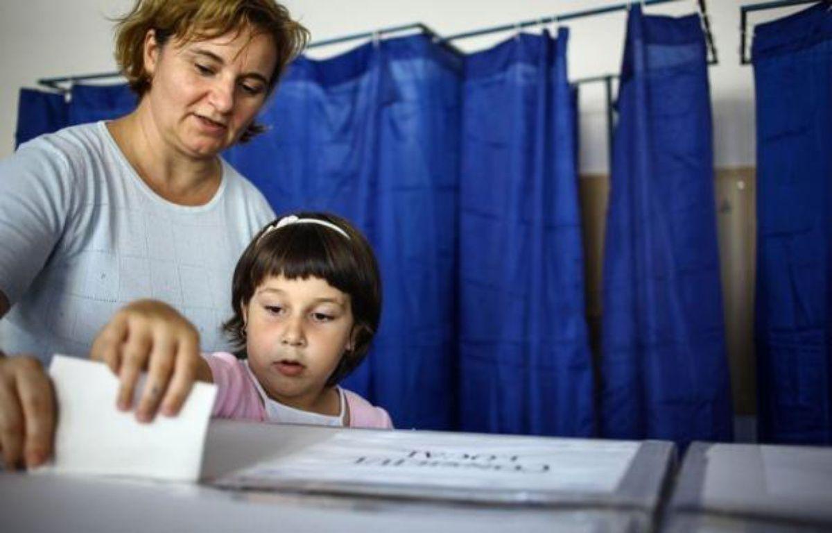 La coalition de centre-gauche au pouvoir en Roumanie, l'Union sociale-libérale (USL), a clamé dimanche la victoire aux élections municipales et départementales après la publication des premiers sondages à la sortie des bureaux de vote. – Andrei Pungovschi afp.com