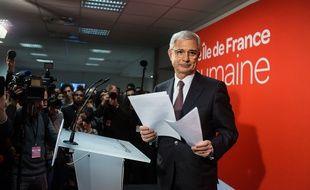Claude Bartolone, candidat du Parti Socialiste (PS), à l'annonce des résultats des élections régionales en Ile-de-France et de sa défaite face à son adversaire du parti «Les Républicains» (LR), Valérie Pécresse.