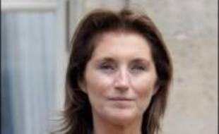 En séchant, pour raison de maladie, le pique-nique des Bush dans le Maine samedi, Cécilia Sarkozy a accentué son image d'une première dame de France secrète, imprévisible, voire déroutante, aux antipodes de celles qui l'ont précédée à l'Elysée.