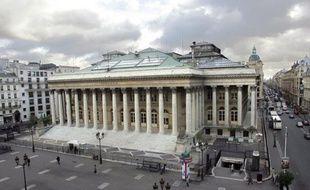 La Bourse de Paris gagnait 0,70% lundi matin, entamant une séance d'achats à bon compte après trois reculs consécutifs, mais les investisseurs restaient préoccupés par l'évolution de la croissance mondiale et surveillaient l'évolution de la situation au Portugal.