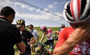 Les coureurs du Tour ont goûté aux lacrymos des gendarmes.