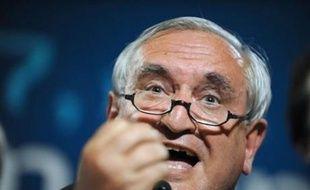 """L'ancien Premier ministre Jean-Pierre Raffarin a estimé jeudi que si les réunions de ministres à l'Elysée sans François Fillon devaient devenir """"une structure"""", cela """"poserait un problème"""", et il a souligné qu'une telle situation aurait été """"impensable"""" sous Jacques Chirac."""