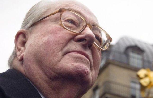 """Le président d'honneur du Front national, Jean-Marie Le Pen, a parié lundi sur une explosion de l'UMP en cas de défaite de Nicolas Sarkozy à la présidentielle, avec une """"grande chance"""" que le FN """"constitue le noyau de regroupement"""" des """"anti-marxistes""""."""