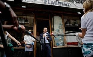 Stéphane Manigold, président de Maison Rostang, Groupe Eclore, a adressé le 16 avril 2020 au tribunal de commerce de Paris une demande de mise en demeure provisoire à l'encontre d'AXA France après que l'assureur ait refusé de compenser les pertes d'exploitation à la suite de la fermeture administrative d'un de ses restaurants.