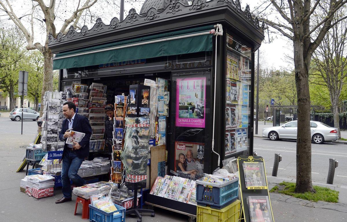 Un kiosque à journaux, à Paris,  – BERTRAND GUAY / AFP