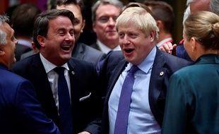 Xavier Bettel, le Premier ministre du Luxembourg, avec Boris Johnson, le Premier ministre du Royaume-Uni, juste avant le début du Conseil européen, à Bruxelles, ce jeudi.