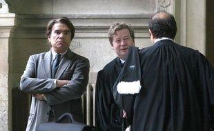 Bernard Tapie avec son avocat Me Maurice Lantourne, le 19 octobre 2005 à Paris.
