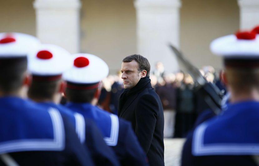 VIDEO. Hommage à Jean d Ormesson  Pourquoi Emmanuel Macron a-t-il déposé un  crayon sur le cercueil de l écrivain  05db97bbf248