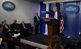 Donald Trump, lors d'un discours à la Maison-Blanche, le 10 avril 2020.