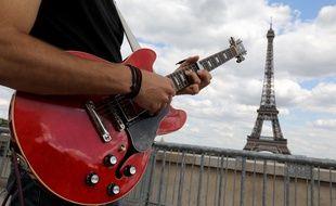 Un guitariste à Paris lors de la Fête de la musique 2019.