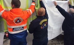 Les secouristes ont pris en charge une trentaine de personnes choquées ou blessées, après l'assaut à Saint-Denis, ce mercredi.