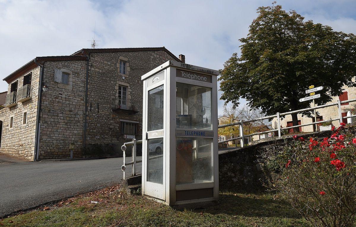 Une cabine téléphonique à Noailles, le 20 octobre 2015. – ERIC CABANIS / AFP