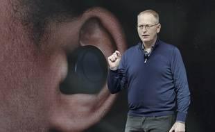 Dave Limp lors de la présentation des écouteurs Echo Buds, le 25 septembre.