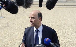 """Le ministre de l'Economie, Pierre Moscovici, a accusé dimanche l'opposition, et en particulier Jean-François Copé et François Fillon, de """"participer au +french bashing+"""", le dénigrement de la France, et de manquer de dignité, dans une interview sur Radio J."""