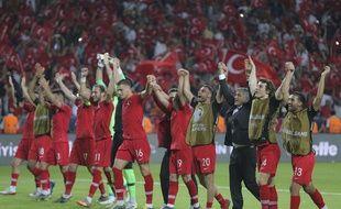 Les Turcs après leur victoire contre la France.