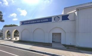 Des élèves du lycée de Newport Beach ont créé la polémique en posant à côté d'une croix gammée.