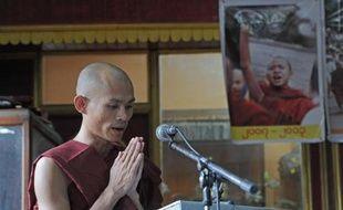"""Des moines bouddhistes ayant pris la tête de la """"révolte safran"""" réprimée en 2007 en Birmanie ont appelé mercredi à la fin des violences religieuses dans ce pays secoué par des émeutes anti-musulmanes."""