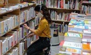 Une libraire à Paris le 11 mai 2020