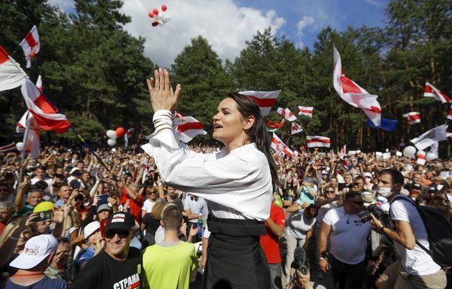 Svetlana Tikhanovskaïa au milieu de ses partisans à Brest en Biélorussie, le 2 août 2020.