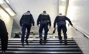Des policiers dans le métro. (Illustration)