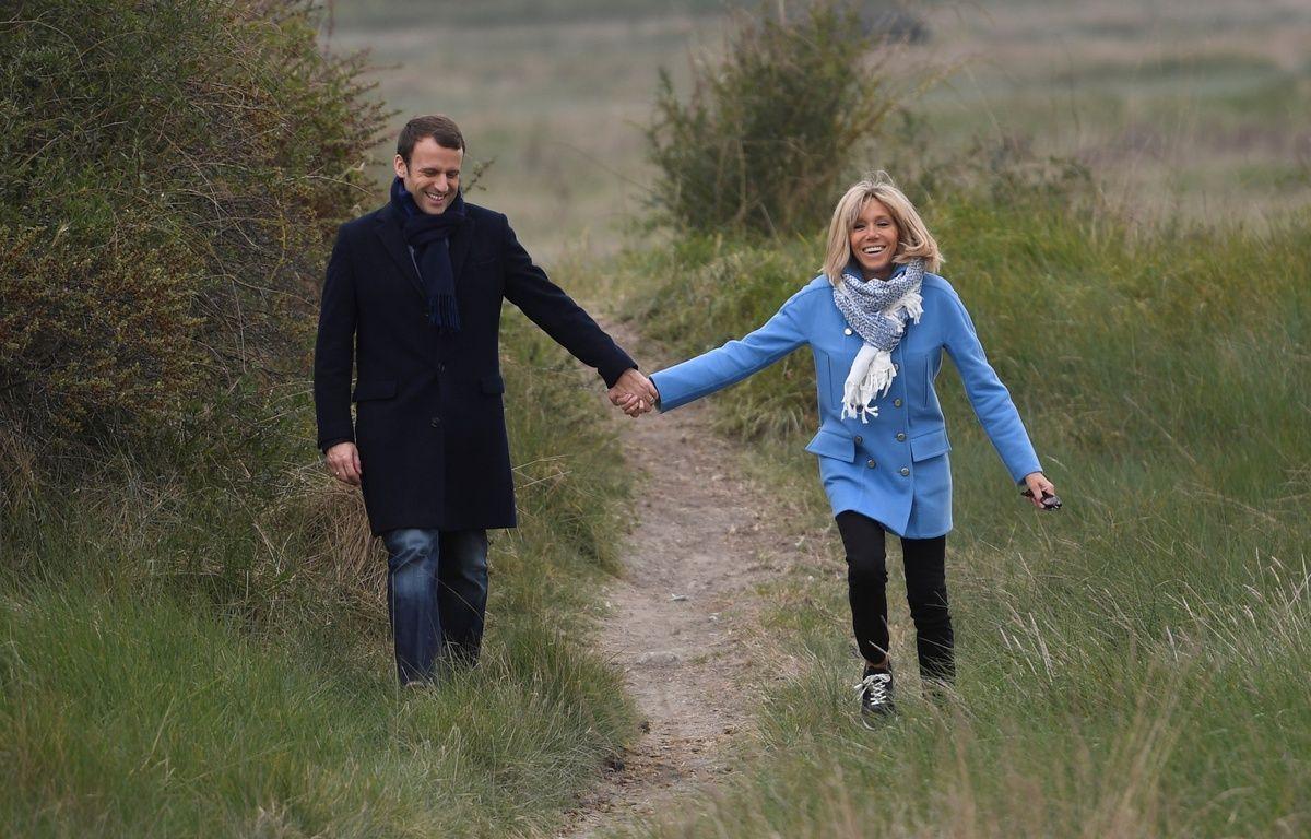 Emmanuel et Brigitte Macron au Touquet en avril 2017. – Eric FEFERBERG / AFP