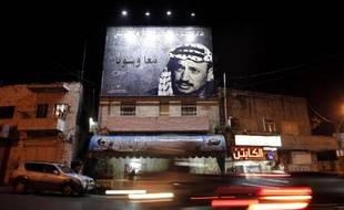 Un portrait géant de l'ancien leader palestinien Yasser Arafat dans les rues de Beit Hanina, près de Jérusalem, le 3 novembre 2014