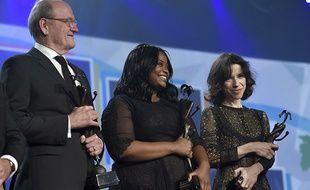 De gauche à droite, Richard Jenkins, Octavia Spencer, et Sally Hawkins, tous trois nommés aux Oscars, recevant le prix Vanguard.