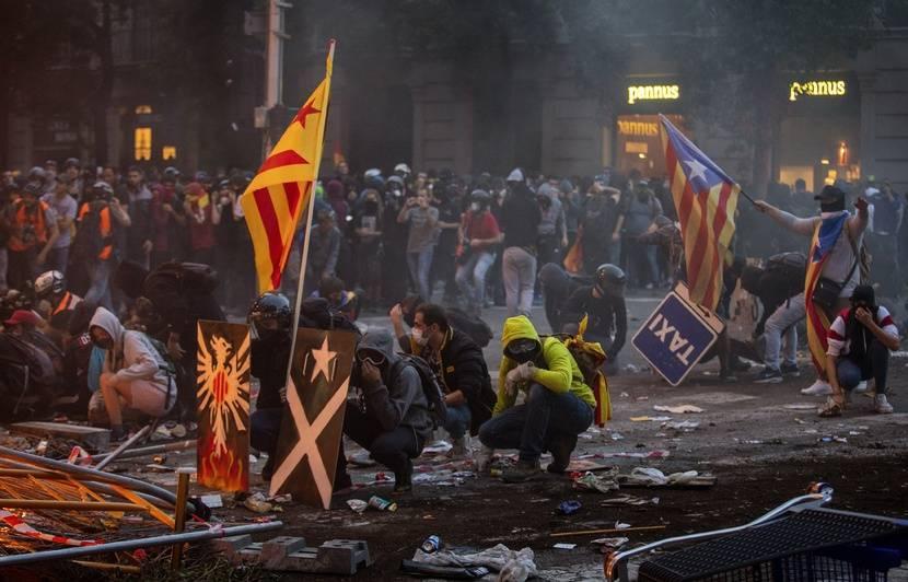 Catalogne: Barcelone plonge dans le chaos après une manifestation monstre