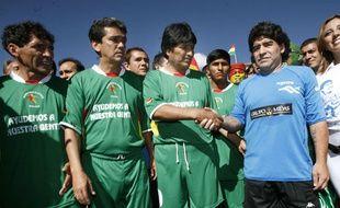 Evo Morales et Diego Maradona lors d'un match caritatif en 2008.