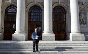La troïka des créanciers publics de l'Irlande a terminé sa dernière mission sur un satisfecit d'ensemble au moment où ce pays s'apprête à sortir de son programme d'aide, mais pointe quelques fragilités concernant les banques, les dépenses publiques ou le niveau de chômage.