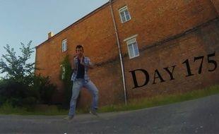 Capture d'écran d'une vidéo postée sur Youtube par Neiland, montrant ses progrès en danse.