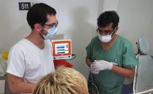 A Lille, le 13 octobre 2015 - Ajmal Panchoo est un chirurgien dentiste qui a mis en place un service reserve aux handicapes au CHRU de lille.