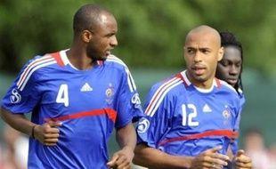 Le sélectionneur de l'équipe de France Raymond Domenech pourrait revenir à un système avec une seule pointe, un 4-2-3-1 avec Thierry Henry seul aux avant-postes, en vue de France-Pays Bas, vendredi, deuxième match des Bleus à l'Euro-2008 (Gr.C).