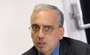 Le nouveau ministre de la Santé Xavier Bertrand a demandé au directeur général de l'Agence des produits de santé (Afssaps), Jean Marimbert, de lui faire un point ce mardi sur le Mediator, médicament qui aurait fait environ 500 morts en un peu plus de 30 ans.