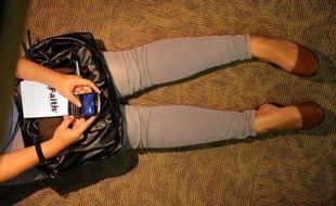 Les adolescents sont plus prudents que les adultes lorsqu'il s'agit de stocker des données personnelles sur leur smartphone, révèle mardi une étude de la Cnil, qui donne dix conseils pour une meilleure maîtrise de cette nouvelle génération de téléphones portables.