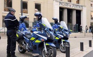 """Le ravisseur présumé de Chloé, l'adolescente enlevée dans le Gard et retrouvée en Allemagne, a été mis en examen vendredi à Nîmes pour """"enlèvement, séquestration et viol"""", a annoncé le procureur-adjoint de la République à Nîmes."""