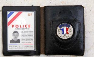 Les voleur ont montré une fausse carte de police.
