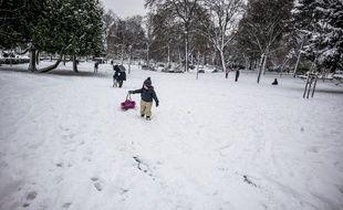 Une épaisseur de neige inédite (12 cm) depuis l'hiver 1987 est tombée ce 7 février 2018 à Paris.