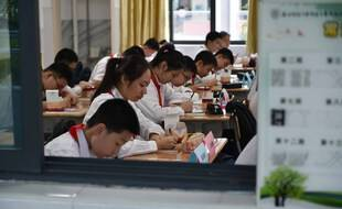 Des élèves en classe à Nanjing, dans l'est de la Chine.