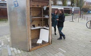 A Nantes le 26 novembre 2014- La premiere Givebox a ete installee sur l ile de Nantes